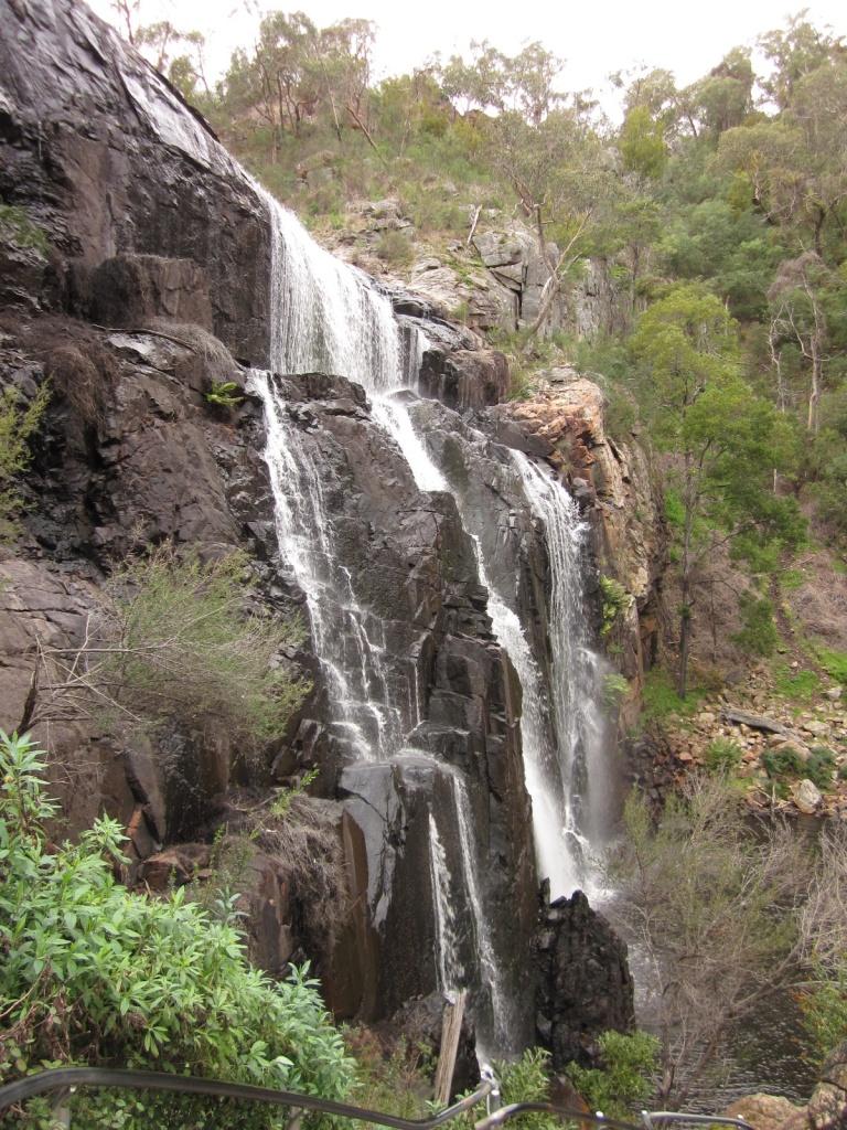 MacKenzie Falls (Photo copyright: Anne Lawson, 2013)