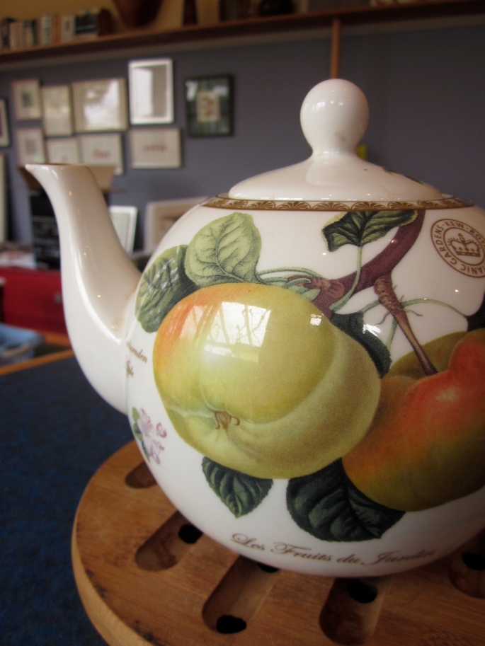 In its naked glory. How could I not have a teapot that has a botanical theme? :)