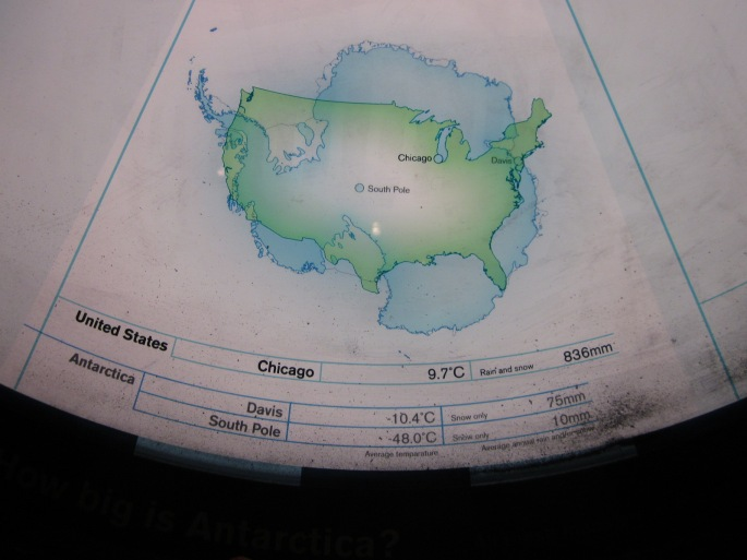 Map comparing the size of Antarctica with the USA
