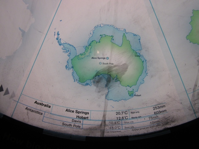 Map comparing the size of Antarctica with Australia